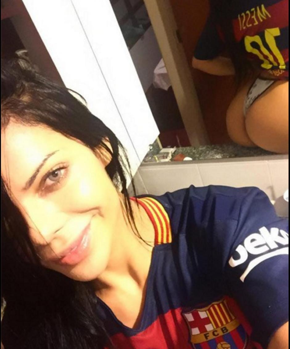 Otra foto de Suzi Cortez con la 10 de Messi. (Foto: Twitter/@@pasiondeportiv8 )