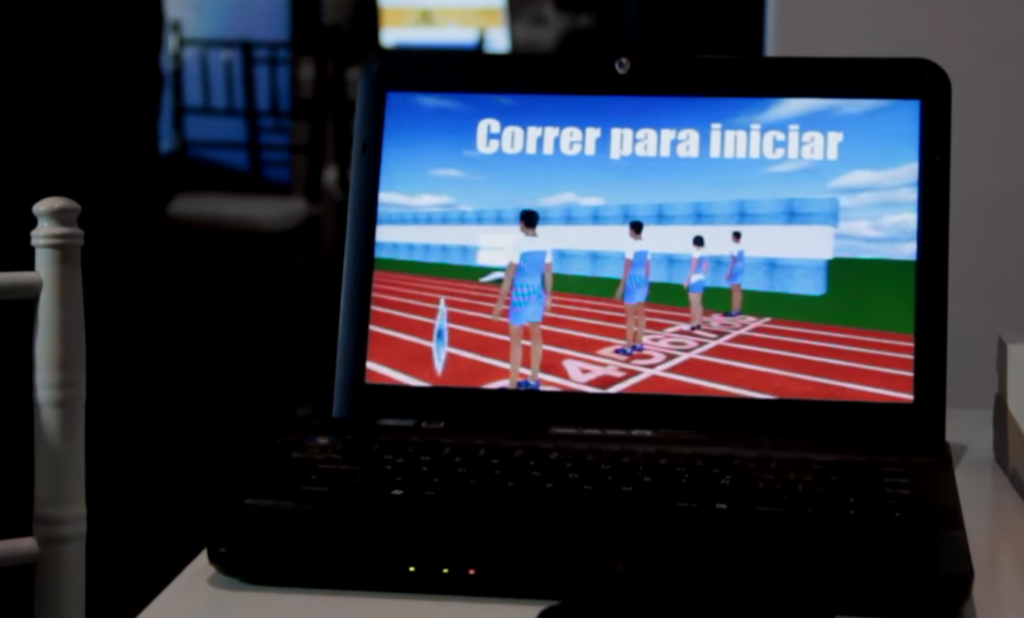 Los emprendedores mostraron sus propuestas a los visitantes de la primera feria de las Aplicaciones en Guatemala. (Foto: Fredy Hernández/Soy502)