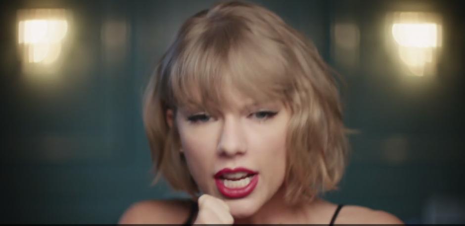 "En el comercial, Taylor Swift canta el tema ""The Middle"". (Captura de pantalla: YouTube/Beats 1 Radio )"