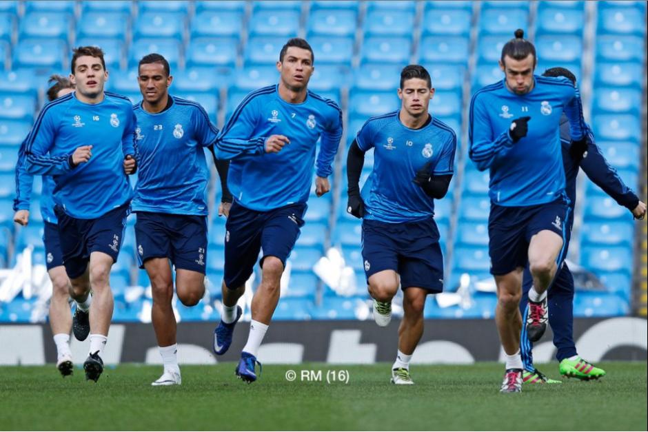La plantilla galáctica hizo reconocimiento de cancha. (Foto: Twitter/Real Madrid)