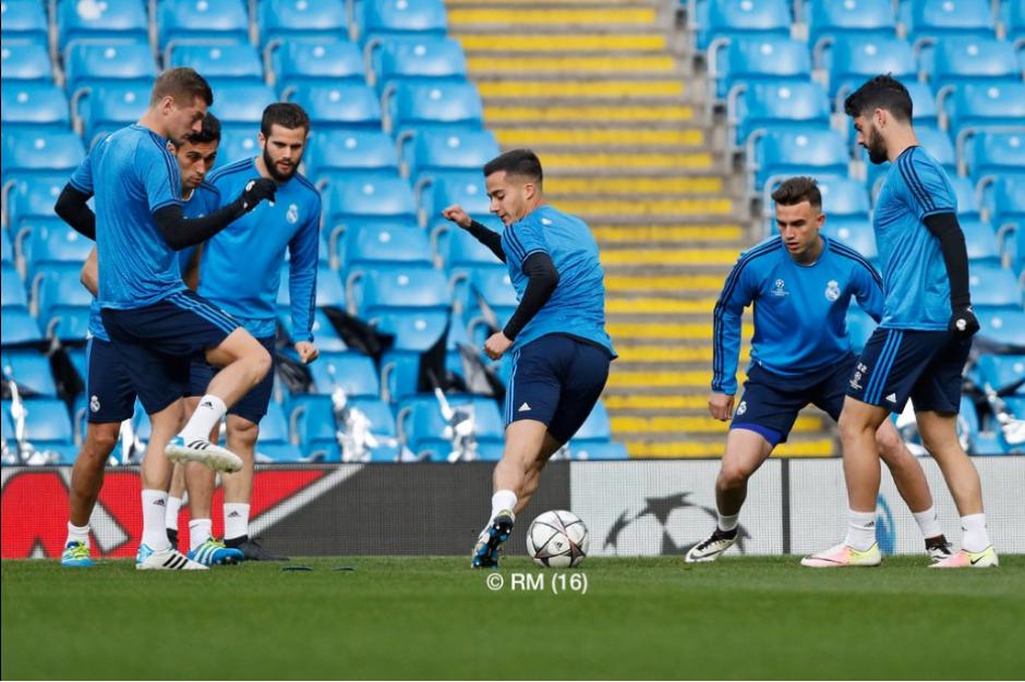 El plantel se encuentra haciendo el reconocimiento de cancha. (Foto: Twitter/Real Madrid)