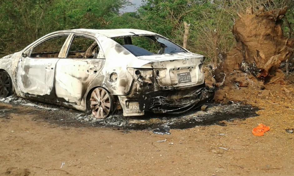 El cadáver de un cuerpo fue localizado en el vehículo calcinado. (Foto: Facebook/Noticias de Oriente)