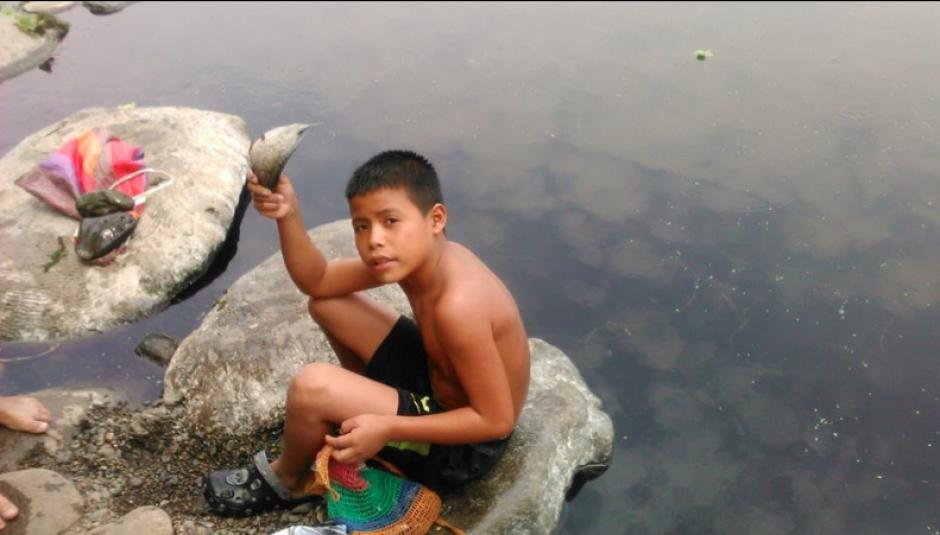 La mayoría de residentes cercanos sobreviven a base de la pesca. (Foto: Facebook/Las Pilas Orgullo Chapín)