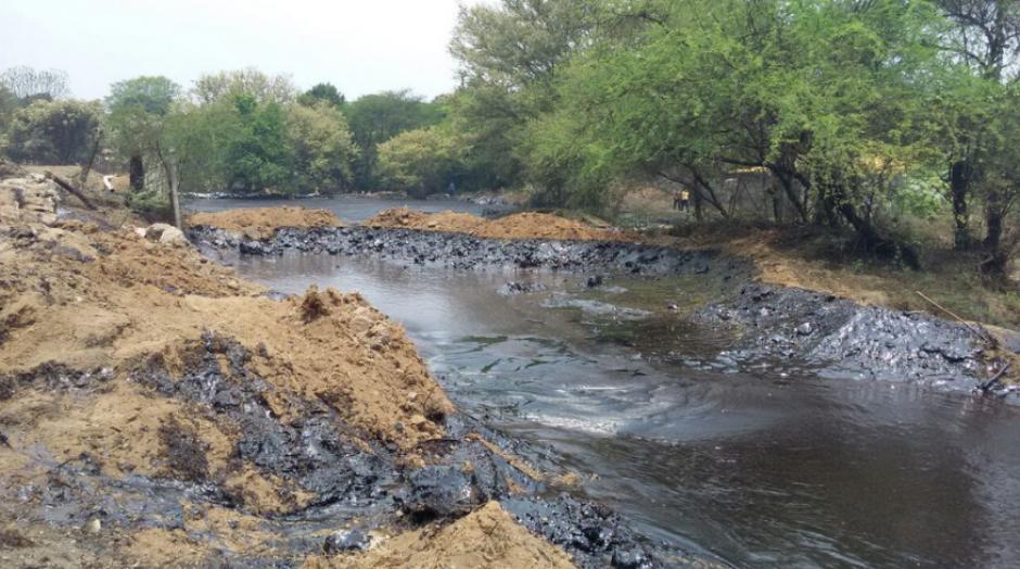 Medios salvadoreños reportaron melaza del ingenio La Magdalena en el río del mismo nombre en El Salvador. (Foto: dario1.com)