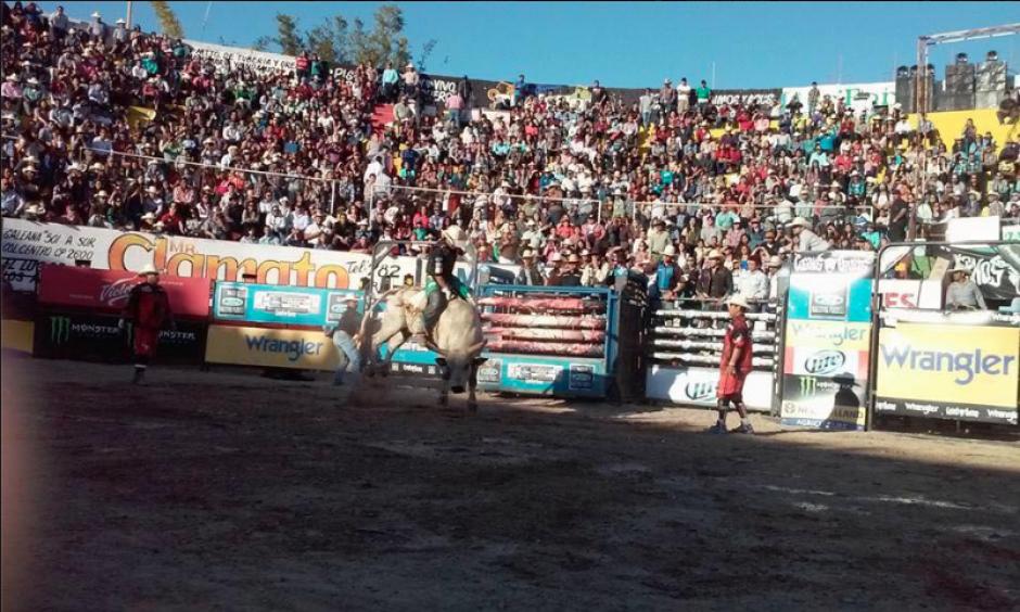 El rodeo está organizado por la empresa Cuernos Chuecos. (Foto: Facebook/Cuernos Chuecos)