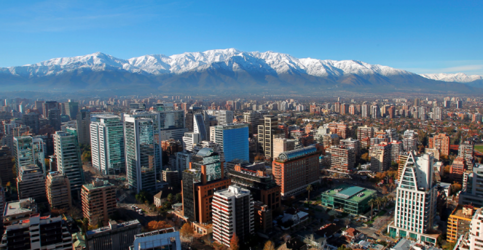 Santiago de Chile figura con 29 microgramos por metro cúbico al año, en el quinto puesto. (Foto: Ipstravel.com)