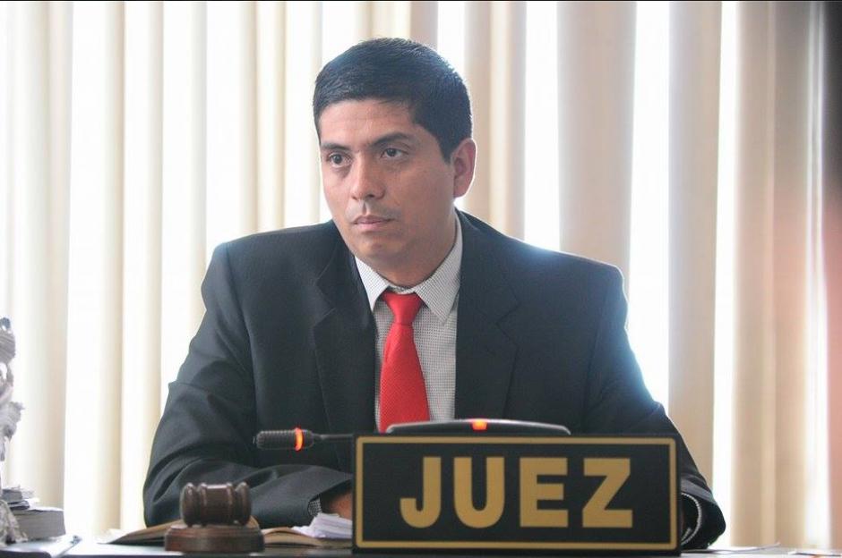 El juez Mynor Moto aceptó suspender por segunda ocasión la audiencia en la que se recibirá la declaración de González. (Foto: Alejandro Balán/Soy502)