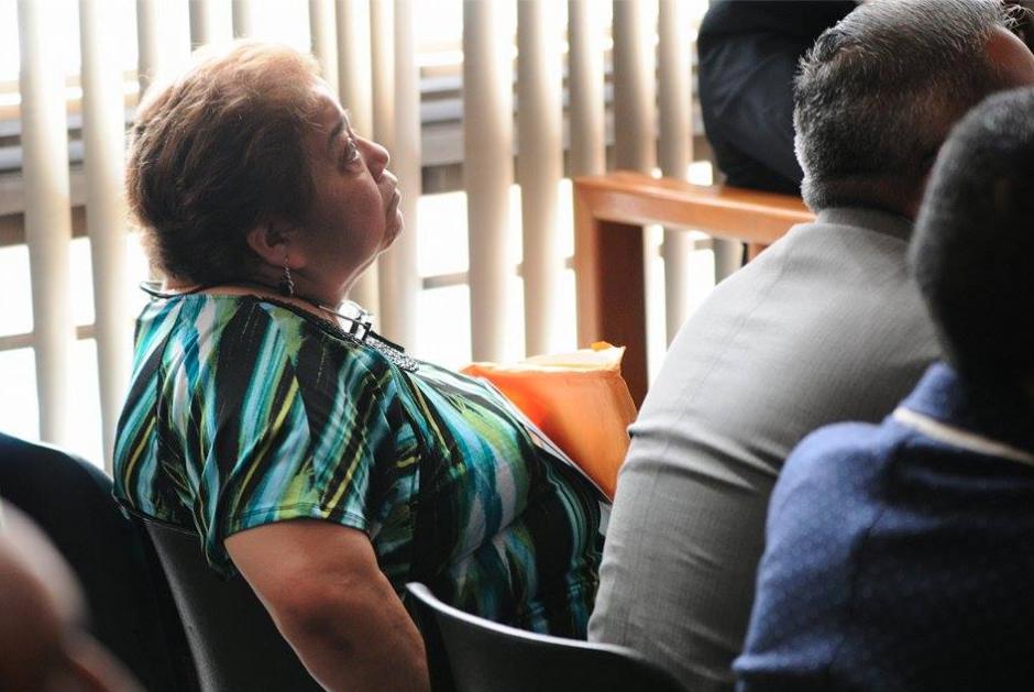 Pese a los supuestos quebrantos de salud por los que se ausentó en la primera audiencia, la exjueza Marta Sierra acudió a los Tribunales. (Foto: Alejandro Balán/Soy502)