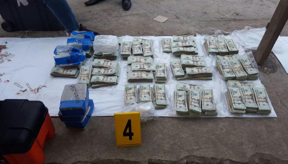 Los fiscales explicaron el proceso para contar los dólares. (Foto: PNC)