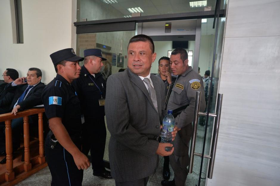 Morales ingresa a la Sala en la que conocerá si enfrenta debate oral por el caso Lavado y Política. (Foto: Wilder López/Soy502)
