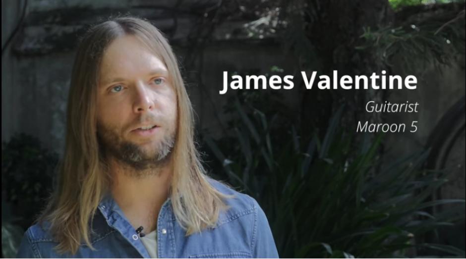 James Valentine fue uno de los que más preguntas hizo durante el recorrido en la selva petenera. (Captura YouTube)