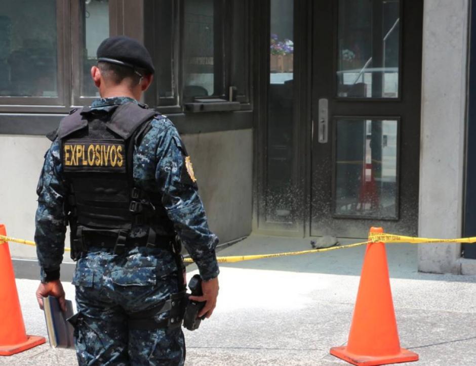 Una amenaza de bomba fue el motivo del cierre del paso vehicular frente a la Embajada de Estados Unidos. (Foto: PNC)