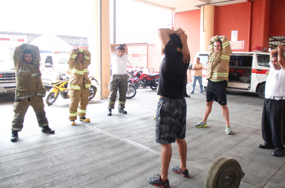 Para las actividades también se utiliza equipo de los bomberos como mangueras. (Foto: Jorge Sente/Nuestro Diario)