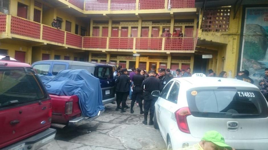 En el lugar encontraron combustible que utilizaban los niños en las esquinas. (Foto: PNC)