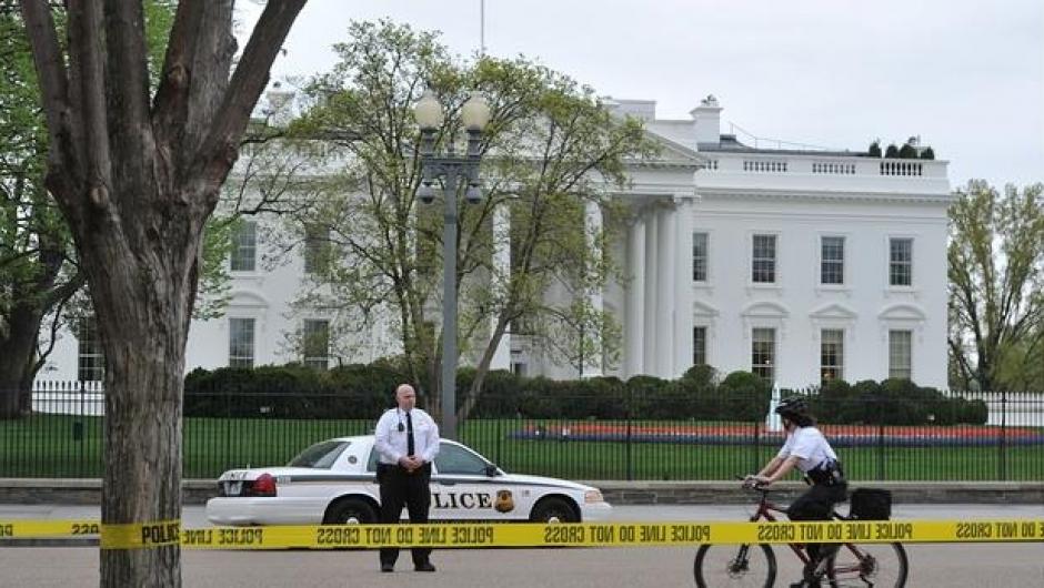 Los alrededores de la Casa Blanca fueron cerrados por los disparos. (Foto: AFP)