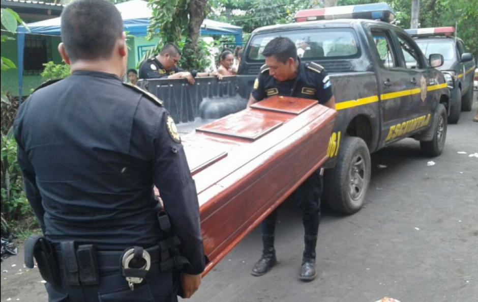 En Masagua, Escuintla la PNC y el MP secuestraron el cadáver. (Foto: PNC)