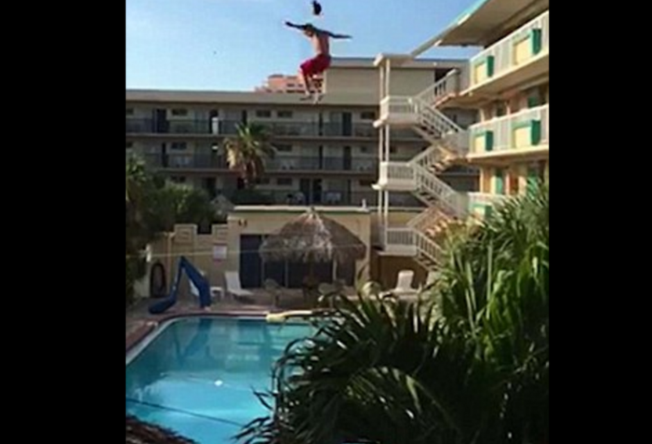 La altura no era la apropiada para la profundidad de la piscina. (Foto: dailymail.co.uk)