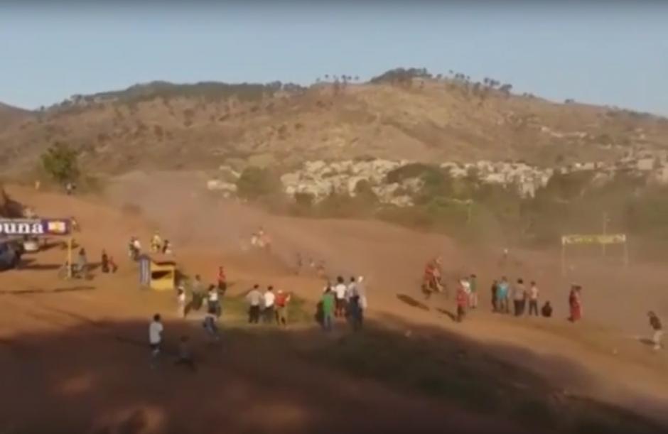 Los hechos se suscitaron en un encuentro de motocross realizado en la pista La Lomita de la ciudad de Tegucigalpa, capital de Honduras.(Foto: Captura de Pantalla/Youtube)