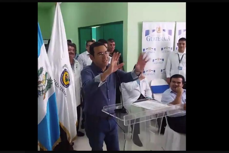 El mandatario dirigió unas palabras a los médicos y en la parte final de su intervención pidió que apagaran las cámaras. (Foto: Captura de Pantalla/Gobierno de Guatemala)
