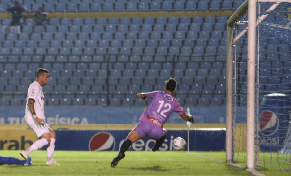 Emiliano López logró el empate para Comunicaciones. (Foto: Luis Barrios/Soy502)