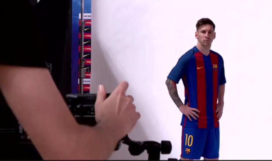 Messi luce la nueva camiseta del Barcelona. (Foto: Captura video)