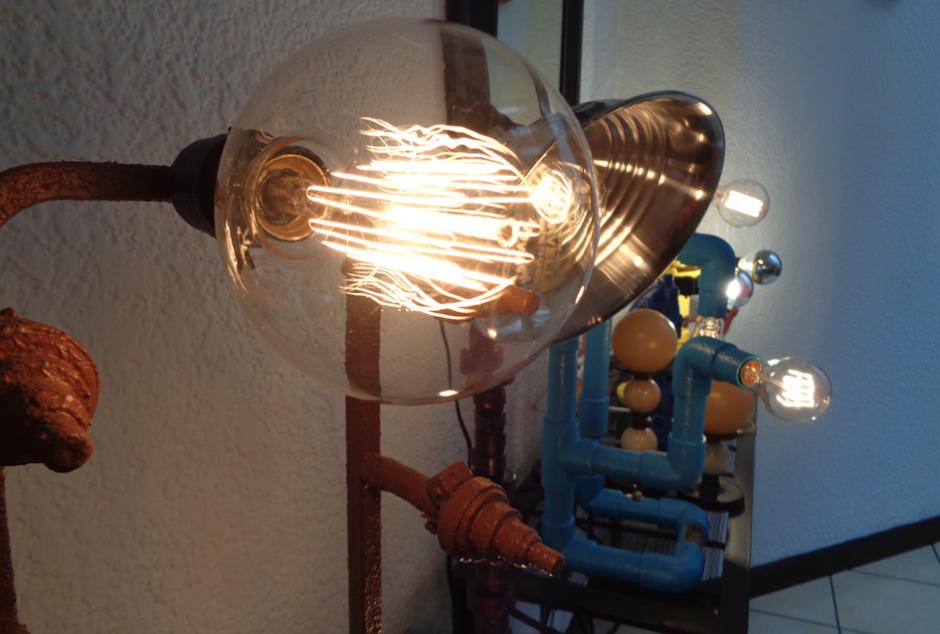 El diseño es innovador en cada una de las lámparas. (Foto: Gustavo Méndez/Soy502)