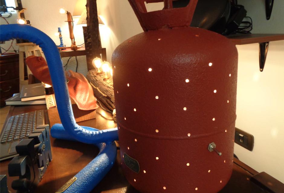 Un cilindro para una especie de gas también fue modificado. (Foto: Gustavo Méndez/Soy502)