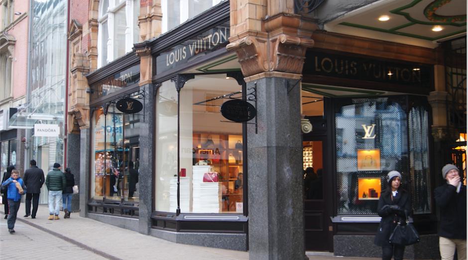 En Louis Vuitton llegó a comprar hasta 56 mil dólares en artículos. (Foto: Wikipedia)