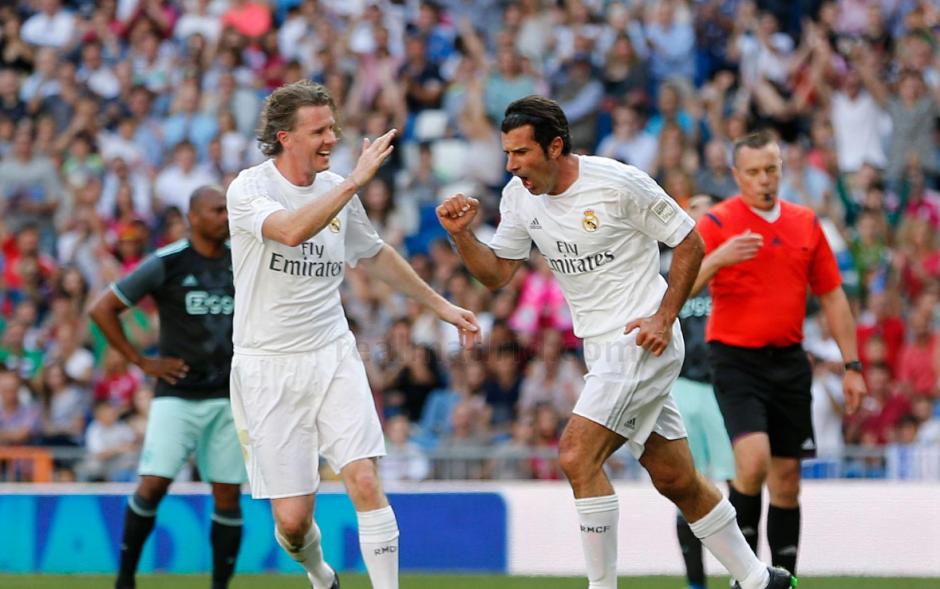 Luis Figo también contribuyó en la victoria del equipo blanco. (Foto: Real Madrid)