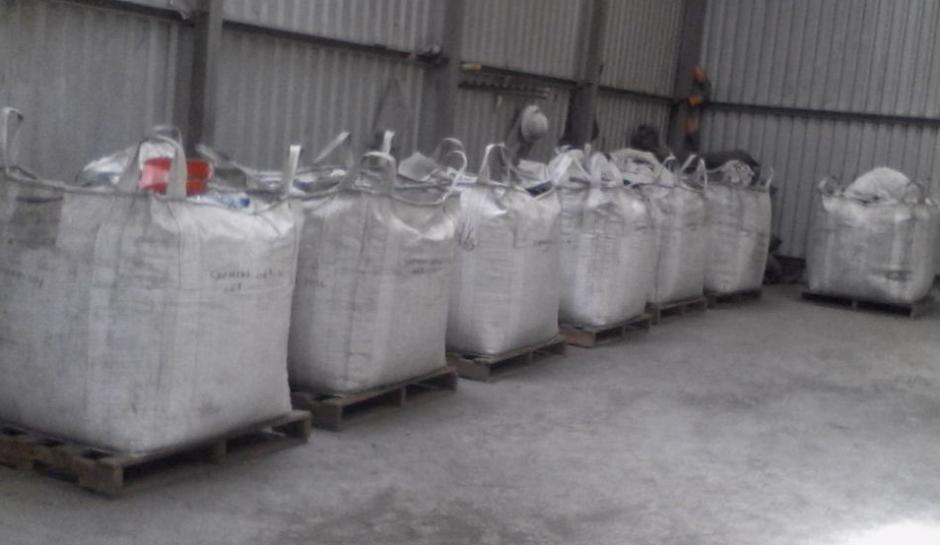 Al menos 182 costales con concentrado mineral fueron encontrados. (Foto: PNC)