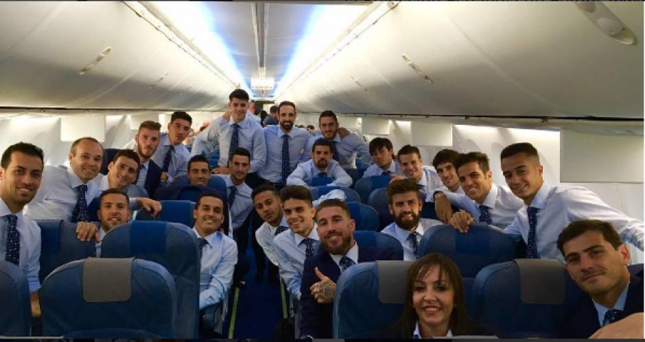 La foto en el avión de la Selección espñaola no podía faltar. (Foto: Sergio Ramos)