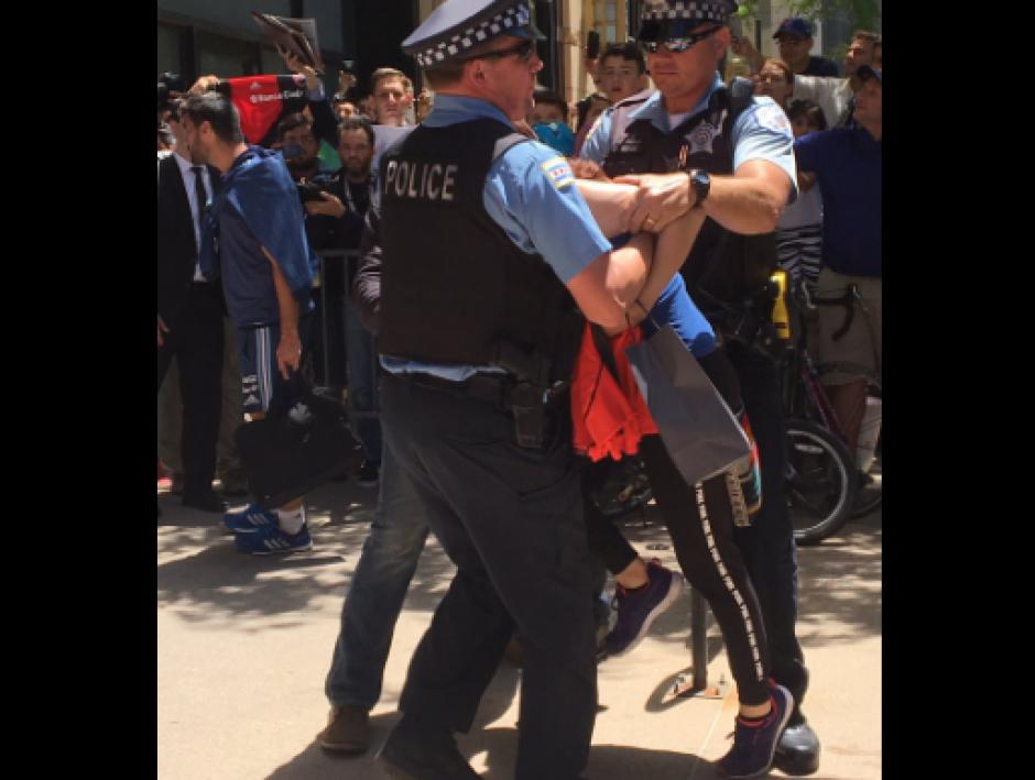 Así la seguridad retomó el control. (Foto: Twitter/@cecicaminos)