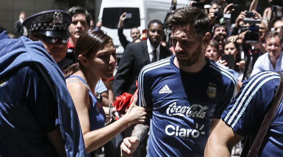 Ella es la mujer que se lanzó al jugador argentino. (Foto: Twitter/@cecicaminos)