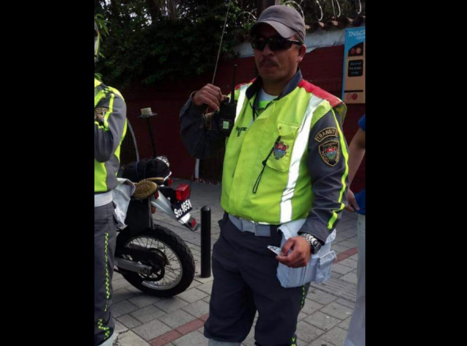 Con este agente de tránsito la familia de Massiel habría tenido el problema. (Foto: Facebook/MassielCarrillo)