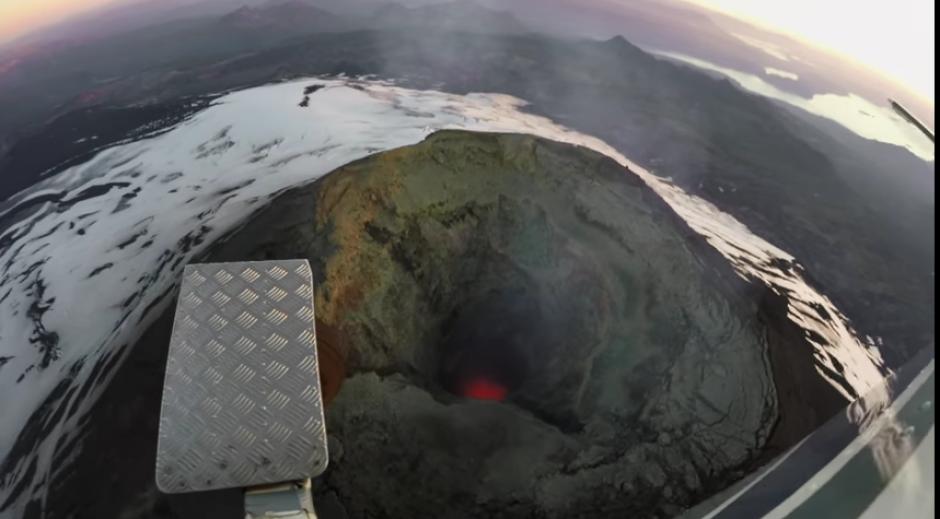 Así se observa el momento antes que la paracaidista saltara la vacío. (Foto: Captura de YouTube)