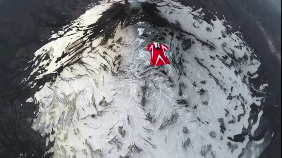 Este era uno de los sueños de la paracaidista y lo logró realizar en Chile. (Foto: Captura de YouTube)