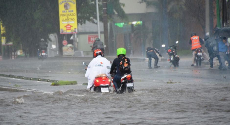 Las lluvias afectaron la Aguilar Batres y conexión a San Cristóbal. (Foto: PNC/Tránsito)