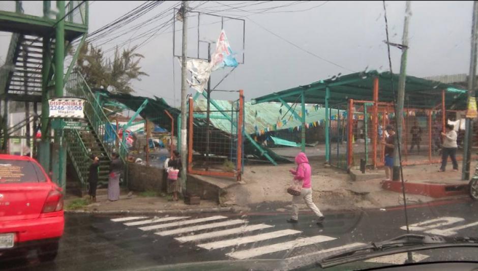 Diferentes estructuras cayeron ante las lluvias. (Foto: Facebook/Juanma Arreaga)