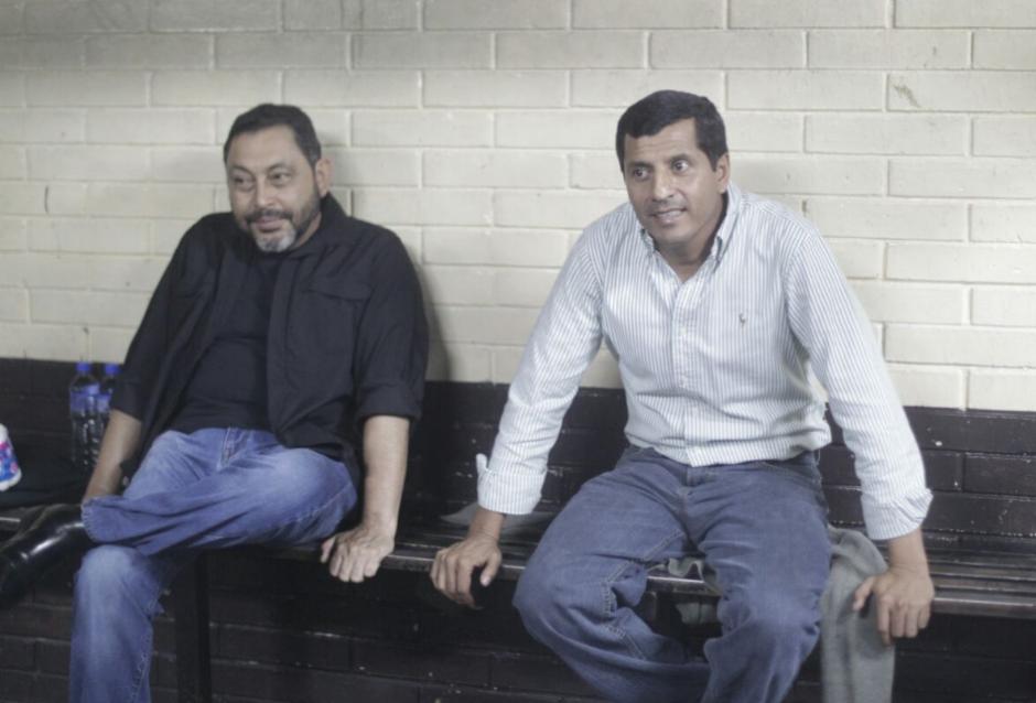 Los exministros de Gobernación y de la Defensa en la carceleta de Tribunales. (Foto: Alejandro Balán/Soy502)