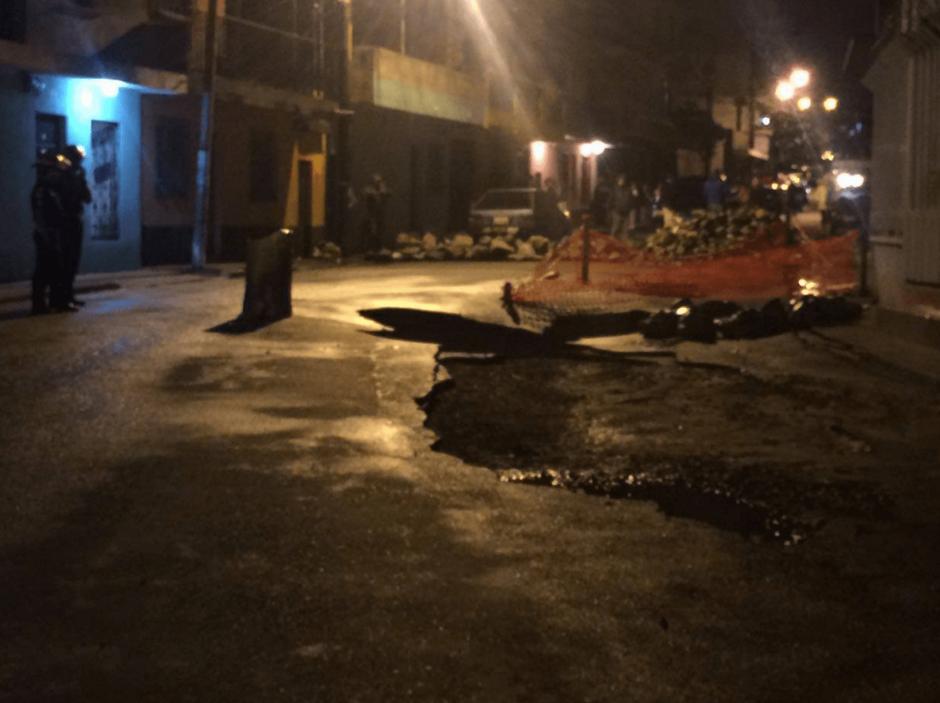 Las casas alrededor del hundimiento fueron evacuadas por prevención. (Foto: Municipalidad de Mixco)