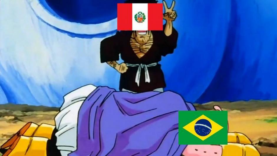 """La sorpresiva victoria de Perú le recordó a algunos usuarios de redes sociales la """"derrota"""" de Mister Satán sobre Majin Buu. (Foto: @nomemesfutbol/Twitter)"""