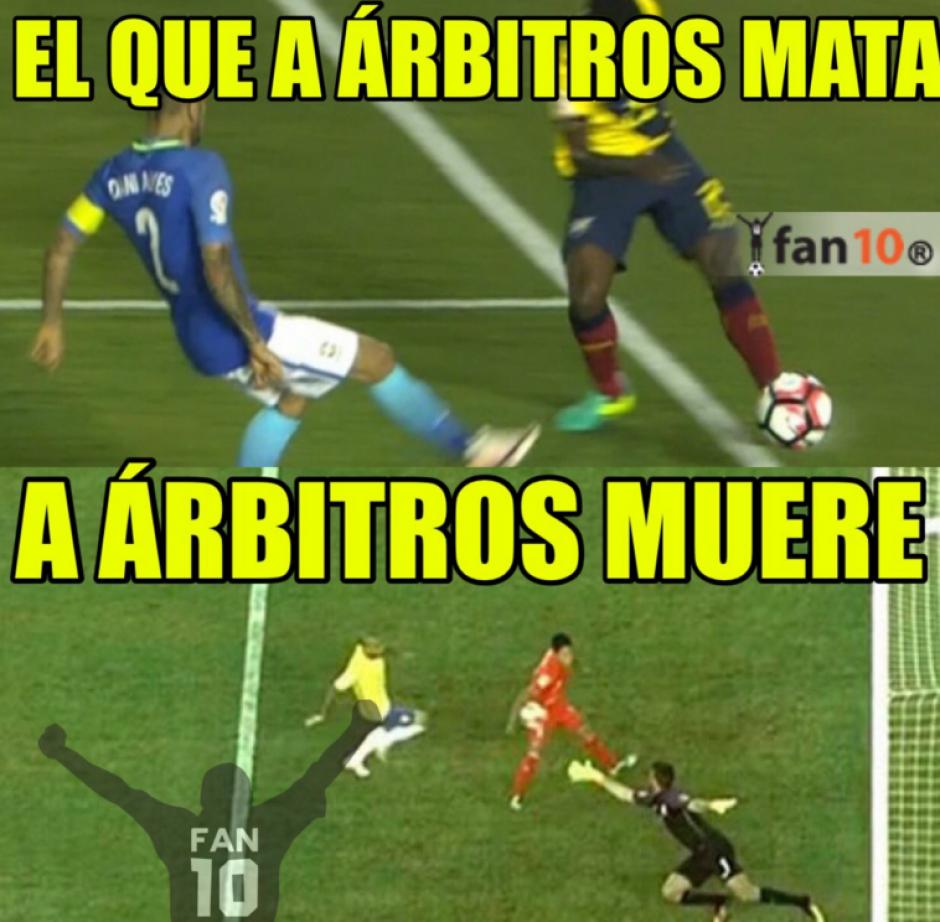 Los memes recordaron que en otras ocasiones las decisiones arbitrales han favorecido a Brasil. (Foto: Twitter)