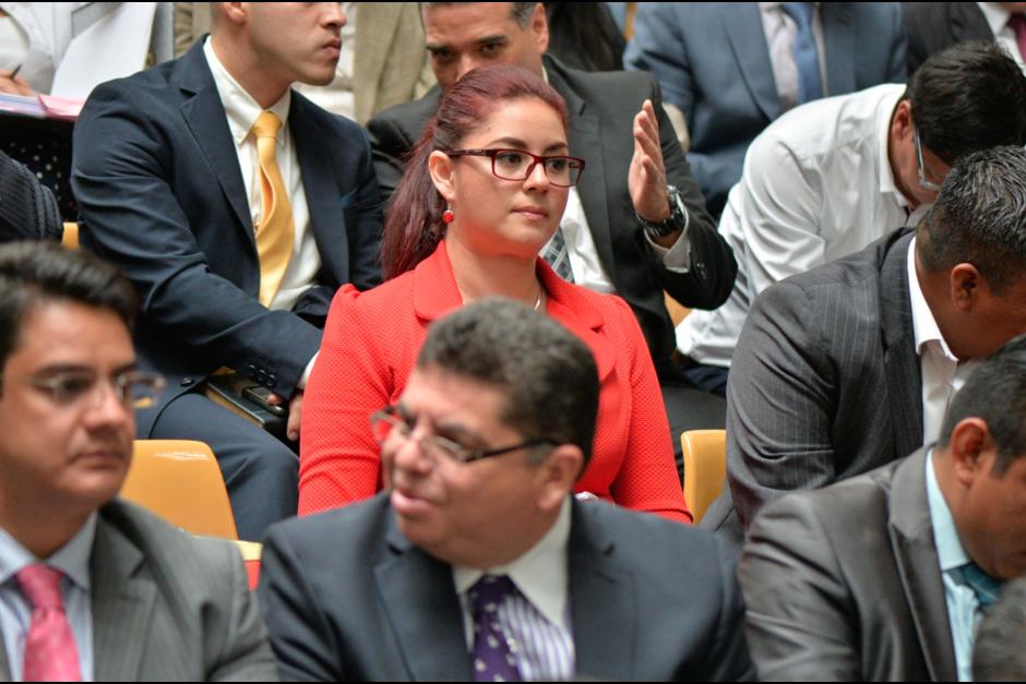 Jenniffer Dell'Acqua no pasa inadvertida en la sala de audiencias. (Foto: Archivo/Soy502)