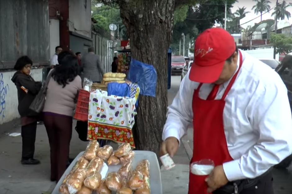 Los panes que vende fueron diseñados por él y son los preferidos de muchos guatemaltecos. (Foto: Javier Lainfiesta/Soy502)