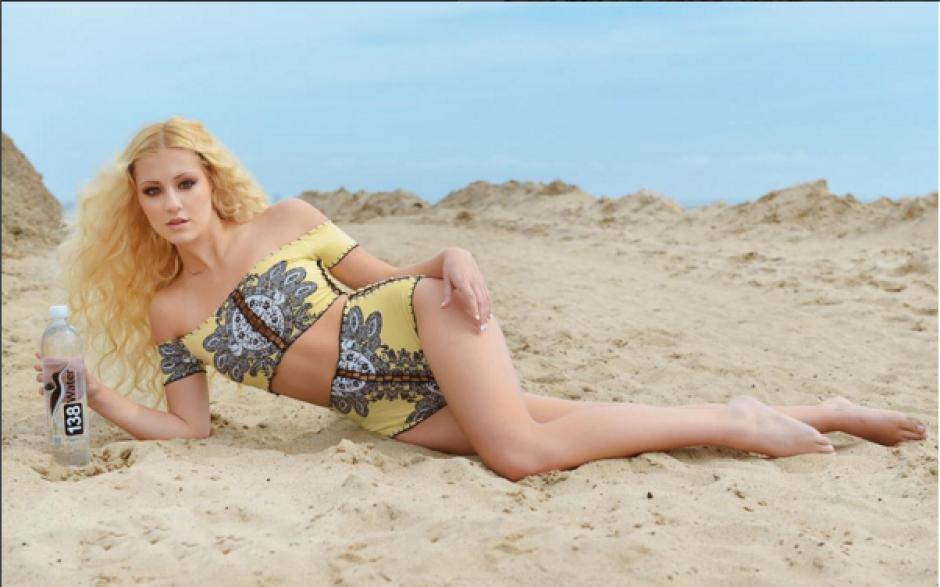 Muchas de las fotografías que comparte en sus redes sociales han sido capturadas en la playa, (Foto: Instagram Ava Sambora)