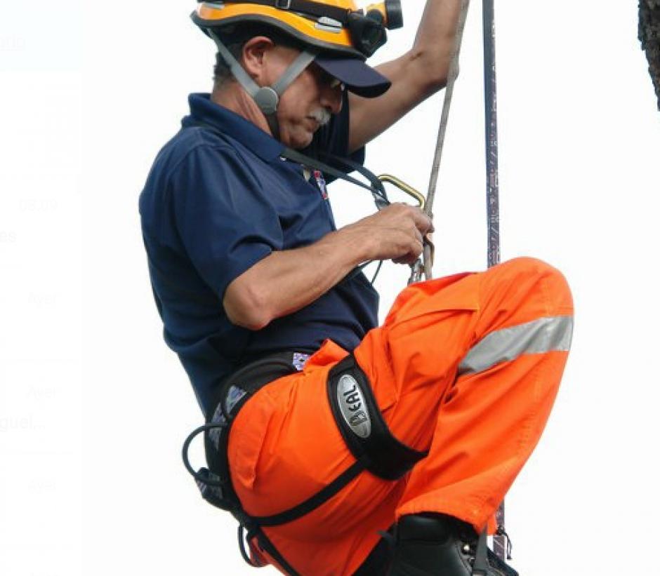 El profesional cuenta con 30 años de prestar su servicio a la Conred. (Foto: Sergio Cabañas)