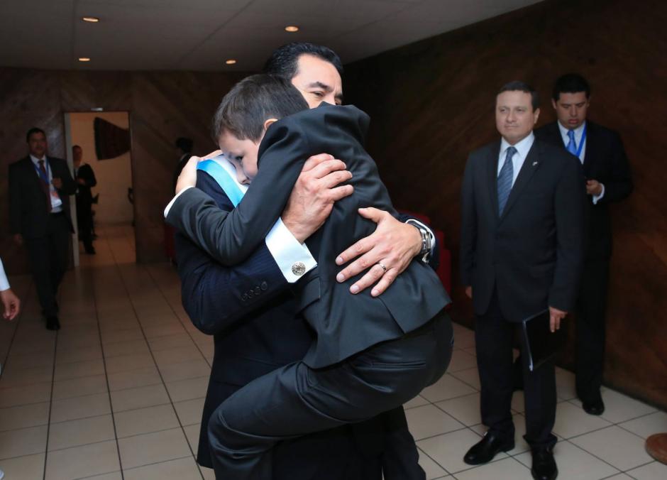 Morales felicitó a todos los padres guatemaltecos a través de sus redes sociales. (Foto: Facebook/Jimmy Morales)