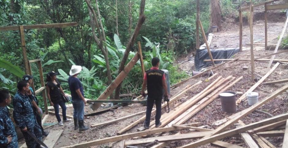 Los agentes de la Policía Nacional Civil localizaron el lugar. (Foto: PNC)