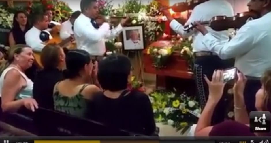 Familiares y amigos del actor participaron en el servicio fúnebre. (Imagen: Captura de YouTube)