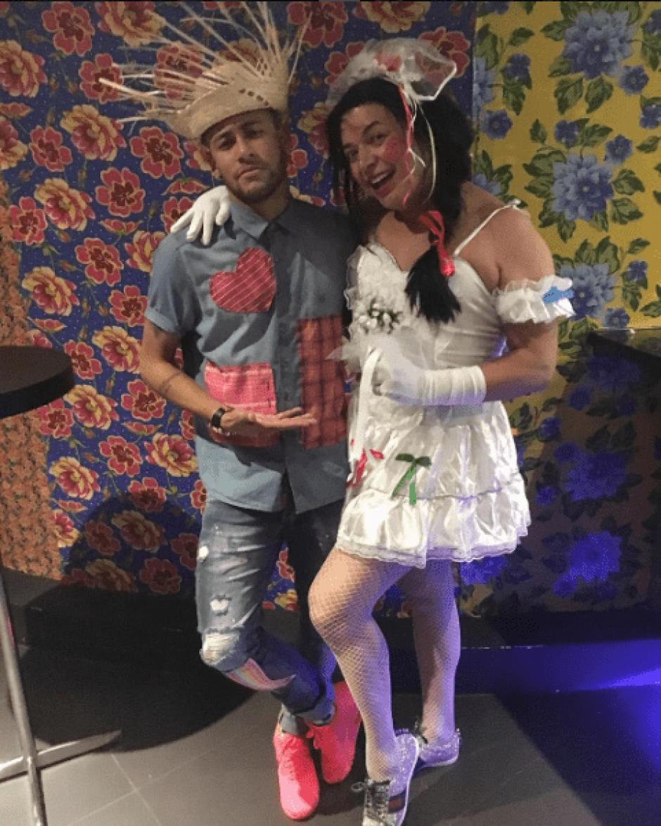 """El futbolista presentó a su """"novia"""" luego de una fiesta en Brasil. (Foto: @neymarjr/Instagram)"""